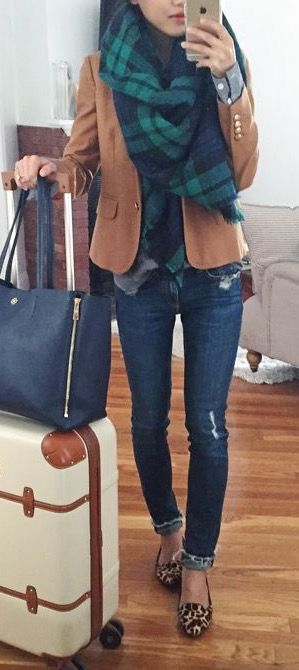 FALL TRAVEL OUTFIT IDEAS FROM GIRLS WHO ARE ALWAYS ON THE GO