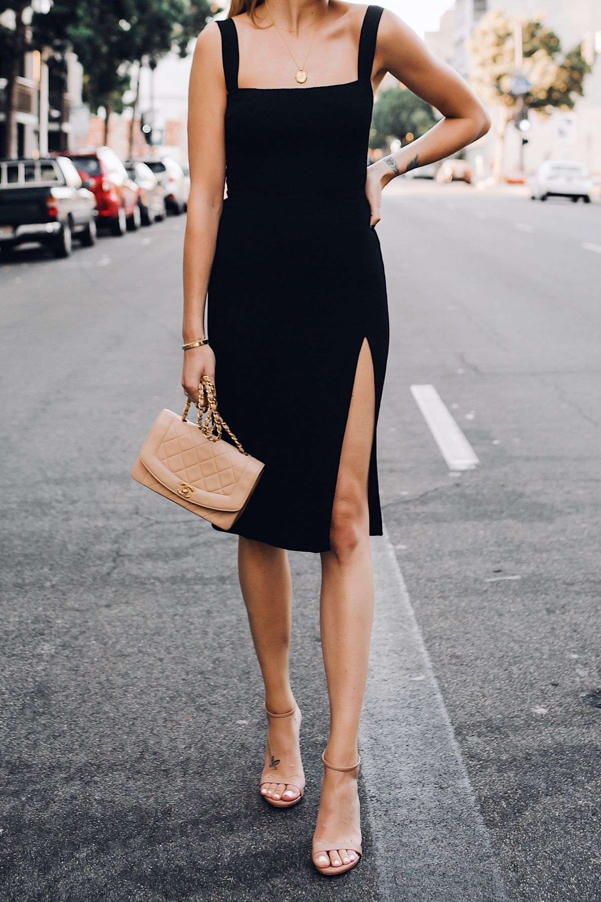 Ideas About The Black Dresses Make Us Look Simple And Elegant